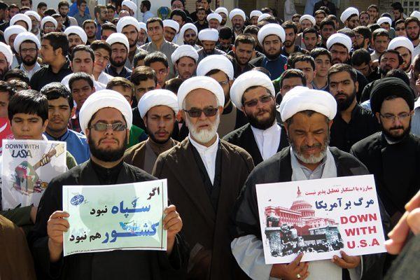 روحانیون و طلاب یزد در تجمعی، سخنان ترامپ را محکوم کردند+عکس