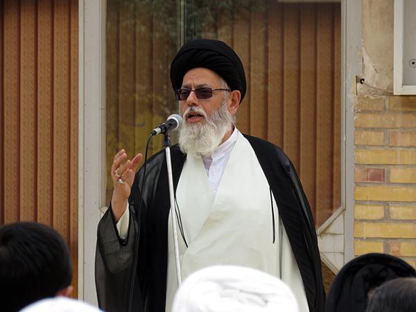 روحانیت مسئول رساندن صدای مردم به دولتمردان است/ فشار اقتصادی و روانی بر روی ملت زیاد است