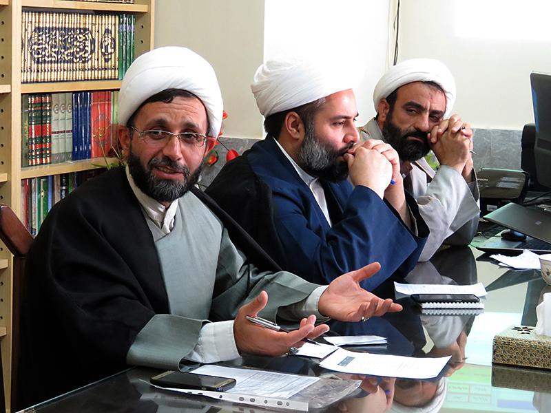 تصاویر جلسه معاونین آموزش مدارس علمیه یزد با حجت الاسلام والمسلمین شمس