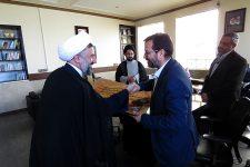 تصاویر نشست مدیر و کارکنان حوزه علمیه استان با مدیر بنیاد شهید یزد