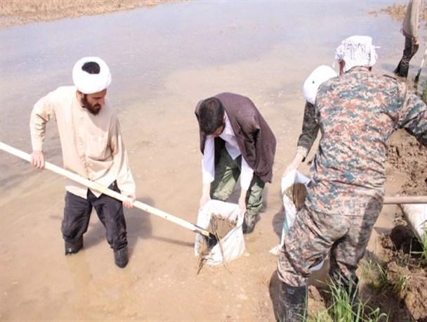 اعزام بیش از ۳۰۰ طلبه یزدی به مناطق سیل زده