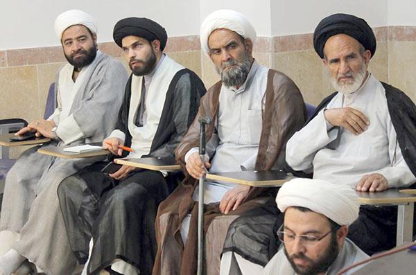 گزارش تصویری/برگزاری جلسات بصیرتی و دانشافزایی اساتید، روحانیون و طلاب یزد