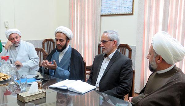 راهكارهای همكاری حوزه و دانشگاه در یزد بررسی شد
