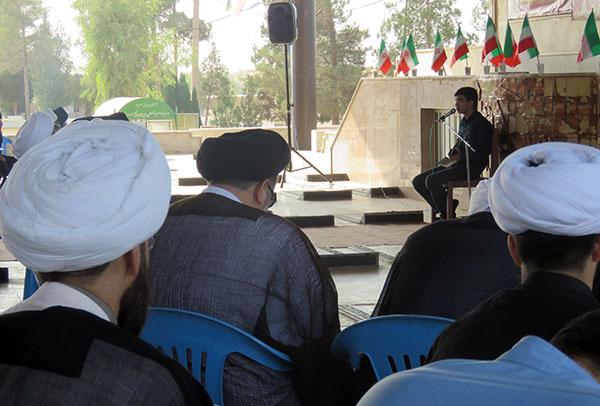 گرامیداشت یاد و خاطره شهدای هشت سال دفاع مقدس توسط طلاب یزد