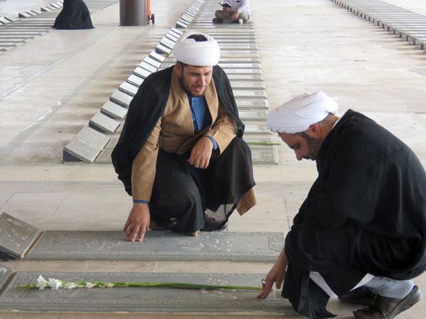 طلاب یزد یاد و خاطره شهدای هشت سال دفاع مقدس را گرامی داشتند