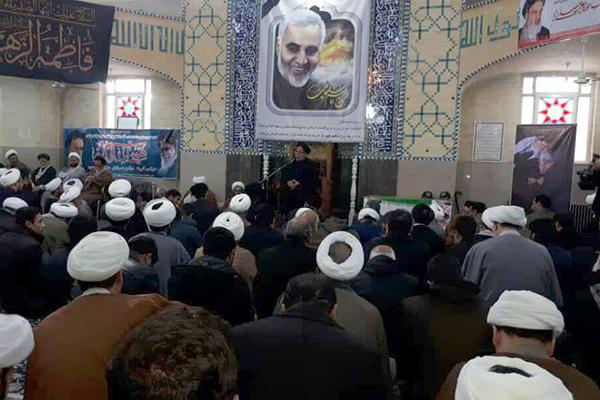 کلیپ / تجمع روحانیون یزد در محکومیت جنایات آمریکا در پی شهادت سپهبد حاج قاسم سلیمانی