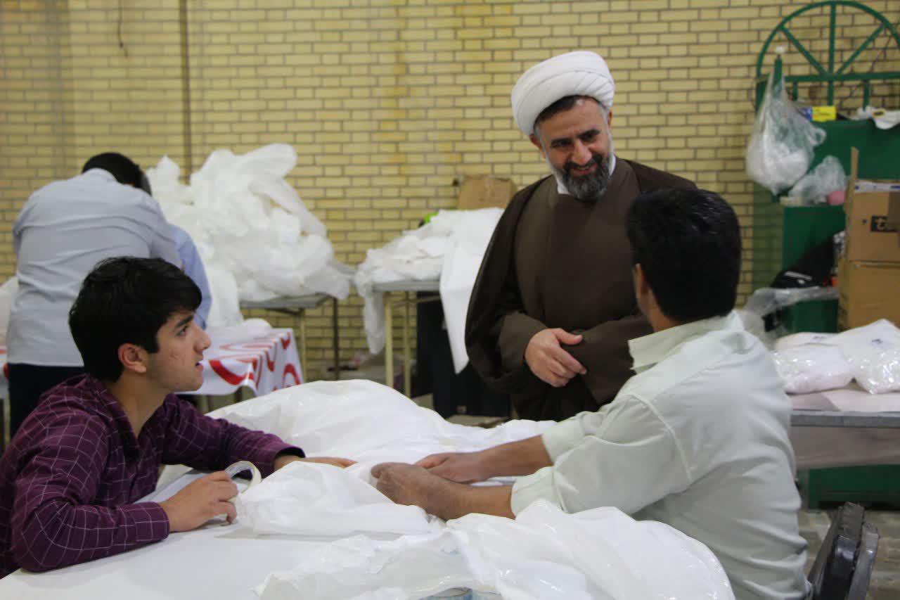 مدیر حوزه علمیه استان یزد در بازدید از دو کارگاه تهیه ماسک، از زحمات جهادگران در این عرصه قدردانی کرد.