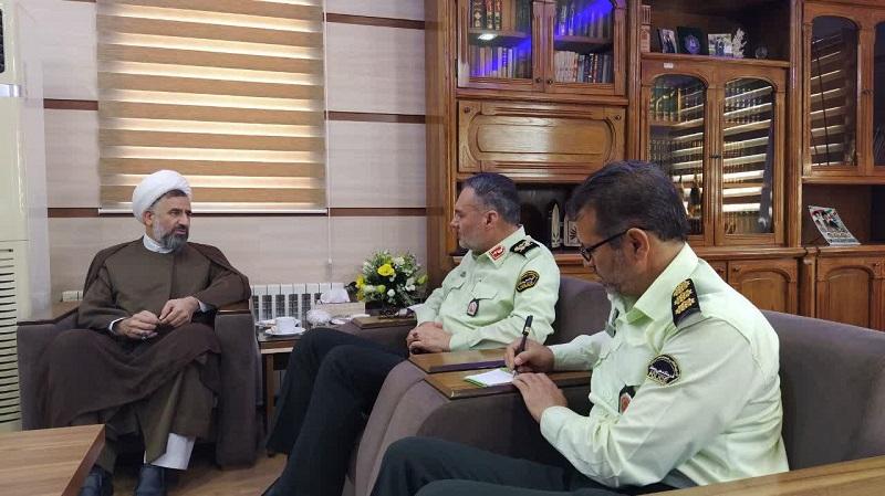 حجت الاسلام و المسلمین شمس، در نشستی با سردار بهدانی فر انتخاب او را به فرماندهی انتظامی استان یزد، تبریک گفت.