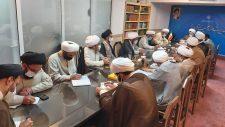 در جلسه ای با حضور مدیر و معاونان حوزه علمیه یزد و مسئولان و اساتید مدرسه علمیه خان، برنامه های تابستانی این مدرسه بررسی شد.