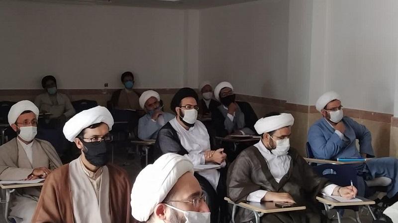 دومین دوره دانشافزایی «مهارت های پژوهشی» ویژه اساتید مدارس علمیه شهر یزد، در مدیریت استان برگزار شد.